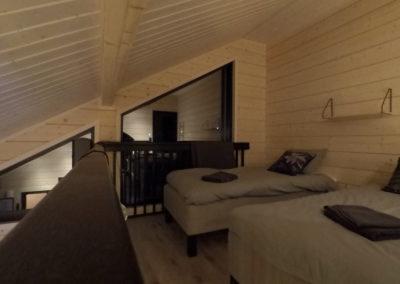Parven makuuhuone ikkunat