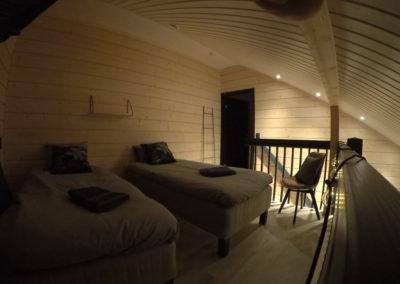 Parven makuuhuone ja portaat
